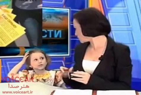 حضور ناگهانی دختر بچه مجری تلویزیونی در برنامه زنده خبری+ فیلم